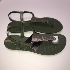 Ipanema Shoes - Ipanema Leah Thong sandals size 6 adult NWT